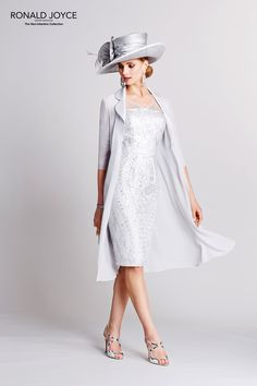 2015 Plus Size Silver Mother of the Bride Dresses with Jackets Ronald Joyce Sequins Chiffon Tulle Sheath Mother's Gowns with Half Sleeves Mother Of The Bride Jackets, Mother Of Bride Outfits, Mother Of Groom Dresses, Mothers Dresses, Designer Wedding Dresses, Bridal Dresses, Vestidos Animal Print, Groom Outfit, Applique Dress
