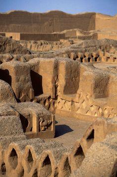 Chan Chan, la gran capital de barro del poderoso reino chimú · National Geographic en español. · Secciones