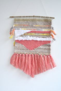 Weaving / beige, pink and white wall hanging on branch - decorative Bohemian…