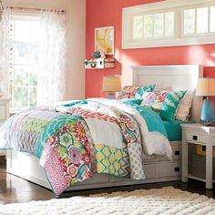 Cute Girls Bedroom and Beautiful Quilt