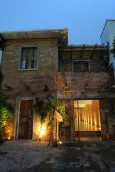 Vitor Penha - Vitor Penha - industrial chic rústico rustic reuso de design iluminação lightning fachada facade madeira de demolição tijolo brick demolition wood