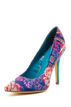 Allover floral print, pointed toe, solid heel, beautiful