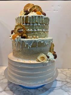 Tarta naked, seminaked y rayada con dripp de chocolate blanco. Chocolate Blanco, Cake, Desserts, Food, Tailgate Desserts, Deserts, Kuchen, Essen, Postres