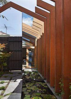 De aanbouw van dit moderne huis verbindt nieuw letterlijk met oud - Roomed