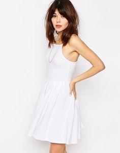 Pin for Later: 40 weiße Sommerkleider unter 100 €  ASOS kurzes Skaterkleid - Weiß (26 €)