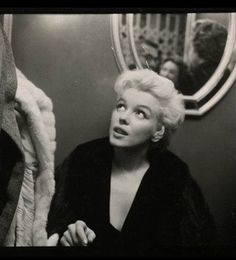 #hairstyle #costume #hollywoodhills #oldhollywood #marilynmonroe #petersneyder #fame #studio #showbiz #photography #filmphotography #modelling #art #nyc #beautycare #method #artist #moviestar Hollywood Hills, Old Hollywood, Cecil Beaton, Photograph Album, Famous Women, Film Photography, Beauty Care, Marilyn Monroe, Movie Stars