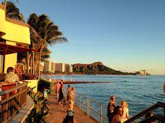 ワイキキビーチまでは、歩いてすぐ。ほんとうに好立地なんです。 Sheraton Waikiki, Near Future, I Want To Travel, Oahu Hawaii, World Traveler, Hawaiian, To Go, Rainbow, Places
