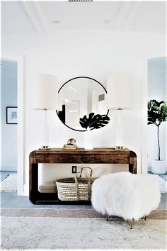 Here are amazing multi-purpose entryway storage hacks, solutions, and ideas that will keep your home's first and last impression on-point. Tag: small entryway ideas narrow hallways, small entryway ideas apartment, small entryway ideas in living room. Home Design, Design Entrée, Deco Design, Design Ideas, Design Trends, Modern Design, Lobby Design, Blog Design, Interior Desing