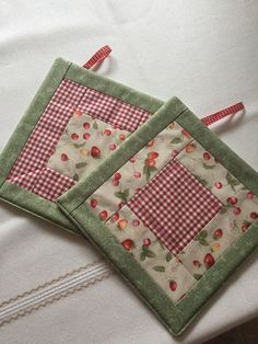 Tuscany Villa Quilted Mug Rugs - set of 2 Mug Rug Patterns, Potholder Patterns, Quilt Patterns, Easy Sewing Projects, Sewing Crafts, Sewing Hacks, Quilting 101, Quilting Projects, Small Quilts