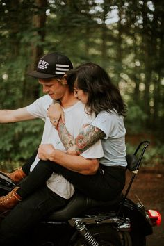 Wishing we were half as cool as the couple in these motorcycle engagement photos | Image by Dawn Photography