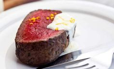 Garlicky Beef Tenderloin with Orange Horseradish Sauce Beef Dishes, Tasty Dishes, Beef Tenderloin Recipes, Beef Recipes, Cooking Recipes, Recipe Of The Day, I Love Food, I Foods, Dinner Recipes