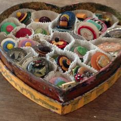 cute display for any collection of small objects.This says: vintage button brooches :) this would make a FAB display at craft fairs Brooch Display, Jewellery Display, Button Art, Button Crafts, Craft Show Displays, Display Ideas, Shop Displays, Display Cases, Window Displays