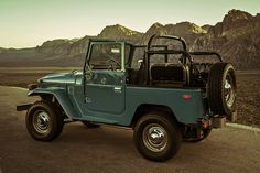 One extremely clean and amazing FJ40 Toyota Land Cruiser, www.landcruiseroftheday.com