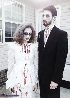 Vote for this Zombie Bride and Groom - 2013 Halloween Costume Contest via Halloween Bride, Looks Halloween, Homemade Halloween Costumes, Halloween Costume Contest, Costume Ideas, Halloween Ideas, Halloween 2018, Zombie Wedding, Zombie Party