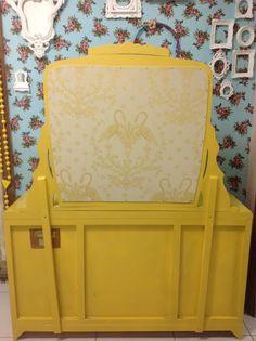 Ateliando - Customização de móveis antigos: Penteadeira Art Deco Mostarda  Verso vestido Ateliando no Tempo!