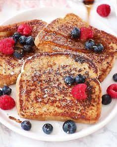 Easy Vegan French Toast – – You are in the right place about Breakfast Recipes kids Here we offer you the most beautiful pictures about the Breakfast Recipes with eggs you are looking for. When you examine the Easy Vegan French Toast – – part of the … Easy Healthy Breakfast, Vegan Breakfast Recipes, Healthy French Toast, Easy French Toast, Healthy Food, French Toast Receta, Healthy Habits, Brunch Recipes, Easy Vegan Food