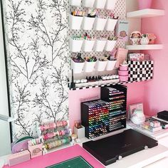 What would be your dream desk? 😍 ⠀⠀⠀⠀⠀⠀⠀⠀⠀ This beautiful desk is owned by Ann Le ! 💗 I love … - office organization business Girl Bedroom Designs, Room Ideas Bedroom, Bedroom Decor, Study Room Decor, Cute Room Decor, Study Rooms, Study Desk Organization, Organization Ideas, Stationary Organization