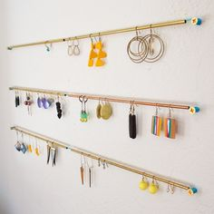 64 Ideas Jewerly Organizer Homemade Earring Holders Source by organizer Homemade Earring Holders, Diy Earring Holder, Earring Hanger, Diy Jewelry Holder, Earring Display, Diy Earrings Rack, Diy Earring Storage, Hang Jewelry, Hanging Earrings