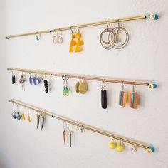 64 Ideas Jewerly Organizer Homemade Earring Holders Source by organizer Homemade Earring Holders, Diy Earring Holder, Earring Hanger, Earring Storage, Diy Jewelry Holder, Jewellery Storage, Earring Display, Diy Earrings Rack, Hanging Earrings