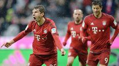 Beim Bayern-Sieg gegen Darmstadt: Torschütze Thomas Müller jubelt, Robert Lewandowski und Franck Ribéry folgen im Hintergrund