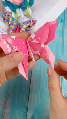 Diy Crafts Hacks, Diy Crafts For Gifts, Diy Arts And Crafts, Creative Crafts, Fun Crafts, Paper Flowers Craft, Paper Crafts Origami, Paper Crafts For Kids, Origami Flowers
