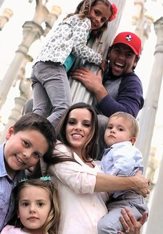I can only hope that my future family is just like there. As inspiration, fun loving, and happy as theirs. Love the Shaytards! Youtube I, Youtube Stars, Fun Loving, My Love, Youtube Vloggers, Shaytards, Bratayley, Family Humor, Daddy Yankee