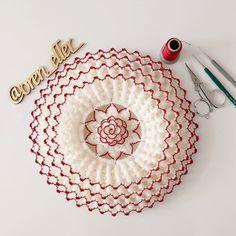 Filet Crochet, Crochet Lace, Crochet Stitches, Crochet Decoration, Chrochet, Baby Knitting Patterns, Crochet Projects, Crochet Coat, Crochet Ornaments