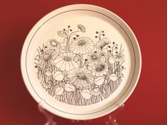 Crown Lynn Forma Sorrento Dinner Plates - Set of Four - Floral Poppy Dinnerware Plates - Made in New Zealand by FunkyKoala on Etsy Dinner Plate Sets, Dinner Plates, Vintage Plates, Sorrento, Vintage Pottery, New Zealand, Poppy, Dinnerware, Decorative Plates