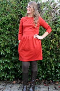 I'm playing catch-up, as resolved, and sharing some of the things I've made lately... or not so lately. I actually made this dress in mid-December, but lack of light (and, really, laziness) put off...