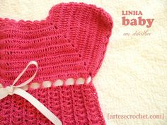 Vestido de crochet rosa pink com laço de fita