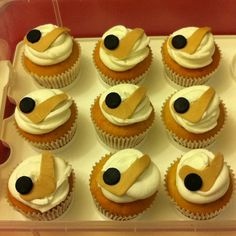 Hockey theme cupcakes - vegan Hockey Cupcakes, Themed Cupcakes, Mini Cupcakes, Hockey Party, Sweets Cake, Vegan, Desserts, Party Ideas, Reading