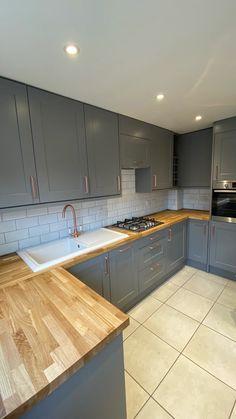 Kitchen Design Open, Kitchen Cabinet Design, Kitchen Layout, Interior Design Kitchen, Home Decor Kitchen, Kitchen Ideas, Small Kitchen Renovations, Diy Kitchen Remodel, Basement Kitchen