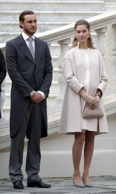 Standing next to husband Pierre Casiraghi – Princess Caroline's son – a pregnant Beatrice Borromeo was elegant in an haute couture ensemble by Armani Privé.<br><p>Photo: © Getty Images</p>