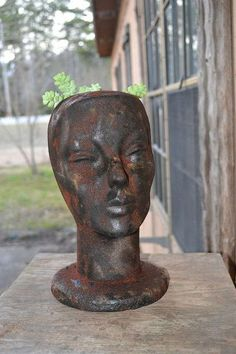 Faux Rusty Cast Iron Head Planter - I found this wig head at a re-sell store pd a quarter! Score, knew it would become a new head planter for me. This wig hea… Head Planters, Diy Planters, Hanging Planters, Planter Ideas, Spray Paint Plastic, Black Spray Paint, History Of Welding, Vintage Milk Can, Cast Iron