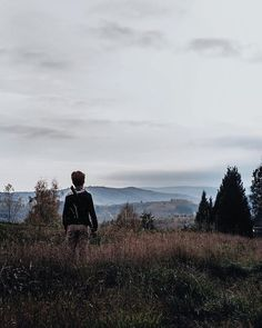 The feeling of arriving at the top of a hill or a mountain and finally reaching that view you love so much and filling your lungs with the fresh air there. Isnt that one of the best feeling? #whplandscape #ilovemorvan . . . . . . #cettesemainesurinstagram #illuminateclasses #shared_magic #strivetobeanartist #fridayfacelessportrait #dearphotographer #themagicofchildhood #mytinytribe #awanderfulchildhood #dearestviewfinder #myseasonalstory #lovelifeoutside #thewildnesstonic #quietinthewild…