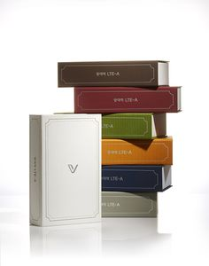 The package of 'Vega Secret Note2 (IM-A830)' genuinely delivers emotional experience of an analog note. Just as a real book, hardcover binding structure is applied considering intuitive form and consumer convenience. Moreover, modern graphic work on elaborate fabric texture creates the sophisticated sense.