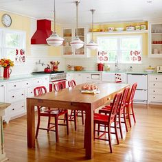 """Vibração vintage nessa cozinha de """"cair o queixo""""! 😍😍😍 #instadecor #decoracao #designdeinteriores #vintage #cores #cozinha #decor #home"""