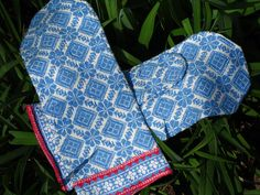 Ravelry: Diamonds and Roses Silk Mittens pattern by Carolyn Vance