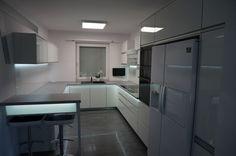 Nowoczesne meble kuchenne z oświetleniem ledowym #kuchnia #meblekuchenne #kitchen #led