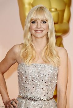 Anna Faris elegant in Zuhair Murad gown at Academy Awards Oscars 2015. #annafaris