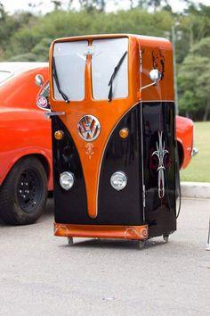 Sweet - a kegerator on wheels Car Part Furniture, Automotive Furniture, Kids Furniture, Volkswagen Bus, Pintura Candy, Combi Ww, Metalarte, Vw Camping, Retro