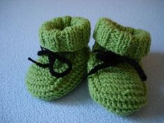 Knitted baby shoes - knitting ideas-Babyschuhe gestrickt – Strick – Ideen Material: depending on the yarn used from the leftover box, the shoes are either larger or smaller, the needle is then used accordingly with a circular knitting needle – mm gear … - Knit Baby Shoes, Crochet Baby Sandals, Crochet Socks, Baby Girl Shoes, Kids Crochet, Baby Knitting Patterns, Crochet Patterns, Knitting Ideas, Crochet Pullover Pattern