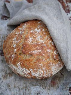 [kjøkkentjeneste]: Eltefritt brød med sammalt spelt og hvetemel Bread Recipes, Snack Recipes, Dinner Recipes, Snacks, Norwegian Food, Cloud Bread, Pavlova, Freshly Baked, Bread Baking