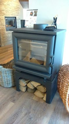 Official main dealer for Firenzo Hastings on a log store stand. 3 to Does NOT need an air vent.Visit our showroom with ample free parking. Electric Stove, Gas And Electric, Log Store, Bury St Edmunds, Range Cooker, Gas Fires, Air Vent, Parking, Showroom