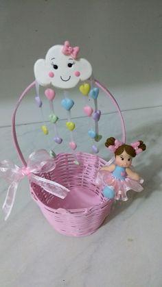 Cestinhas em vime decoradas com Biscuit. As cestinhas pode ser pintadas de acordo com o gosto do cliente. Ao adquirir o produto informar a cor desejada.