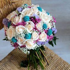 Bouquet de Vanesa, del pasado 10.09.16. Combinación cada vez más demandada... está claro el por qué!! quedó divino tanto el ramo de novia como el de réplica, un poquito más pequeñito!  #bodadeensueño  #bodastornasol #asísímecaso #ramodenovia #ramodenoviavalencia #floresboda #bodas2016 #diferenciatedelresto #bridalbouquet #wedding #YesIDo #weddingflowers #weddingbouquet