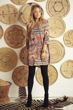 Love this boho look Bohemian Style, Boho Chic, Cool Backdrops, Look Fashion, Womens Fashion, Stylish Coat, Dress Hats, Passion For Fashion, Autumn Winter Fashion
