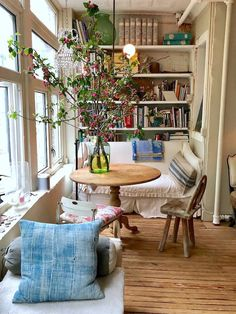 At Home with John Derian in New York City - Quintessence - - Tag along in our latest video visit to the enchanting NYC apartment of designer and shopowner John Derian. Sweet Home, Home And Deco, White Houses, Home Interior, Interior Colors, Airstream Interior, Yacht Interior, Nordic Interior, Interior Plants