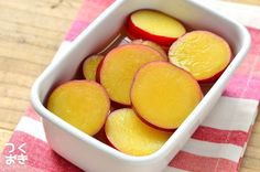 定番常備菜。さつまいものレモン煮 | 作り置き・常備菜レシピサイト『つくおき』 Bento, Side Dishes, Lunch Box, Lemon, Food And Drink, Peach, Snacks, Fruit, Cooking
