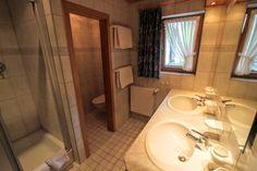 #Badezimmer #Gatterhof #Ferienwohnung Nr. 11 Apartments, Toilet, Mirror, Bathroom, Furniture, Home Decor, Bath Room, Homemade Home Decor, Mirrors